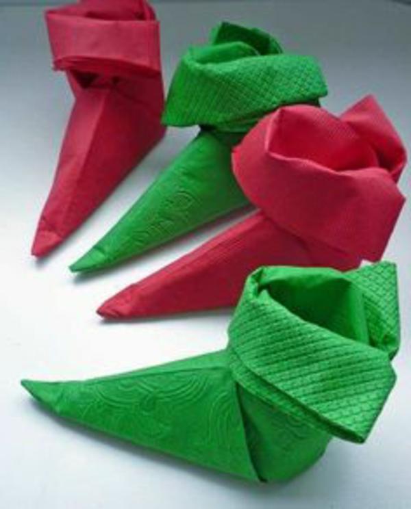 origami-zu-weihnachten-stiefel-in-grün-und-rot