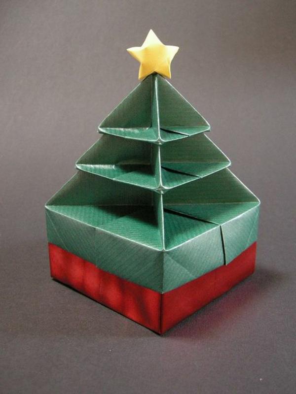 origami-zu-weihnachten-tannenbaum-mit-einem-stern