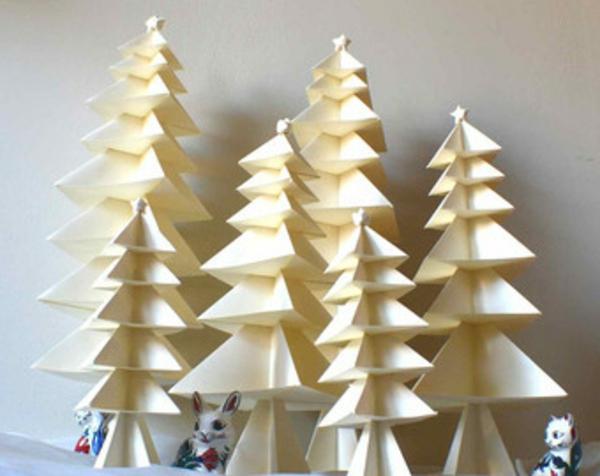 origami-zu-weihnachten-viele-weiße-tannenbäume