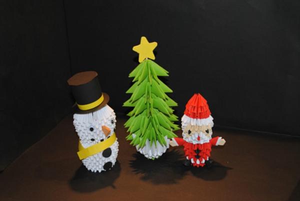 origami-zu-weihnachten-weihnachtsmann-und-schneeman - schwarzer hintergrund