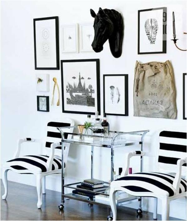 originelle-Wandgestaltung-in-dem-Flur-Schwarz-Weiß
