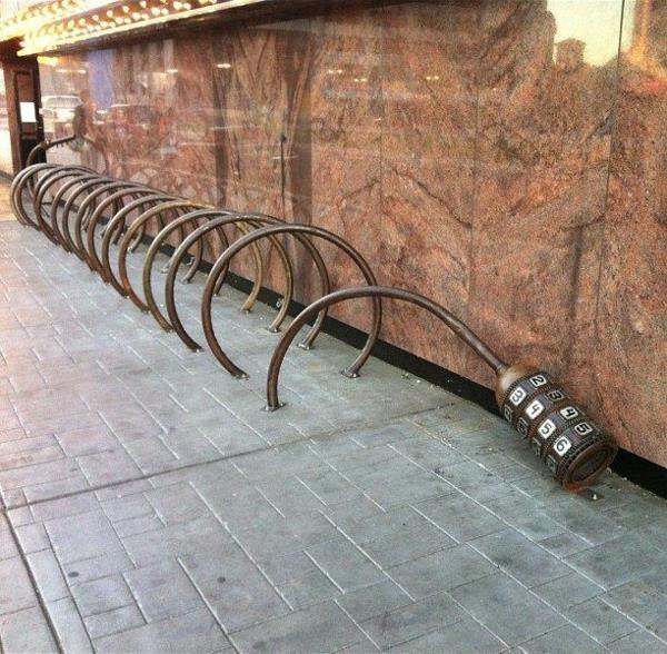 origineller-Fahrrad-Ständer-mit-Kreisen