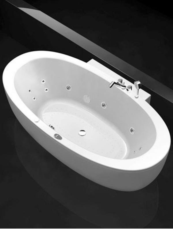 ovalförmige-badewanne-mit-schürze