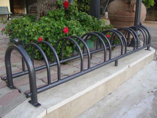 Fahrradständer-aus-Metall