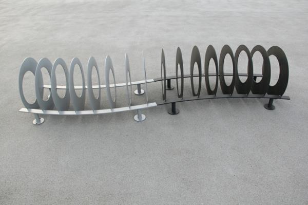 super-origineller-Fahrradständer-aus-Edelstahl