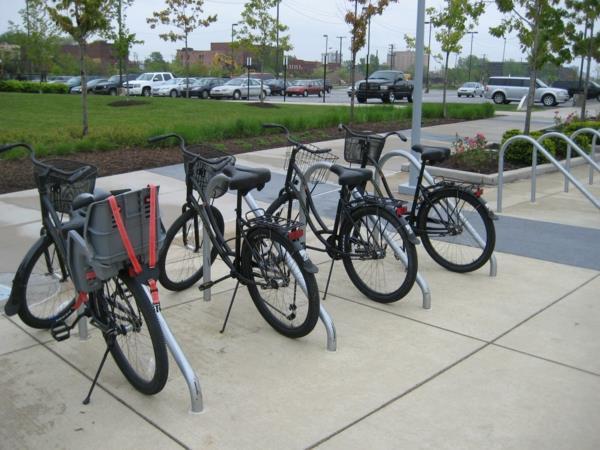 Fahrradständer-auf-der-Straße