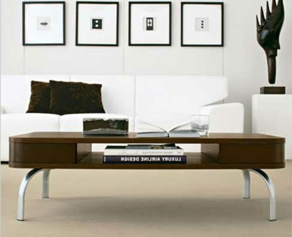 retro-couchtisch-neben-einem-weißen-sofa