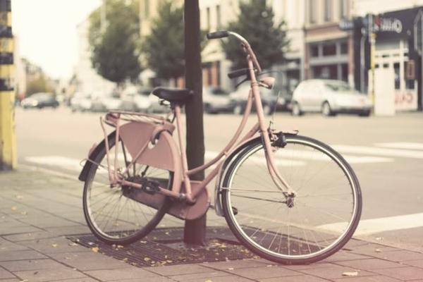 retro-fahrräder-rosiges-modell