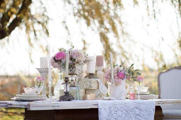 rosa-Rosen-auf-dem-Tisch