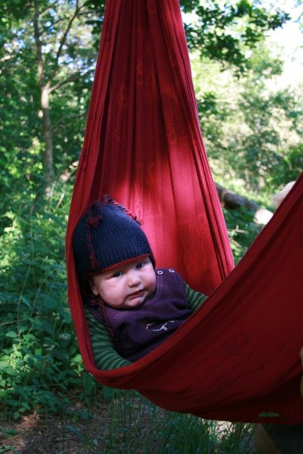 rote-farbe-baby-hängematte- selber gemacht