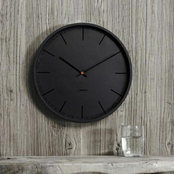 runde-schwarze-Uhr-effektvolles-Design