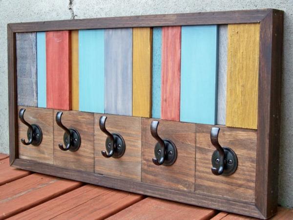 -rustikaler-Stil-hölzerner-Wandhaken-in-verschiedenen-Farben
