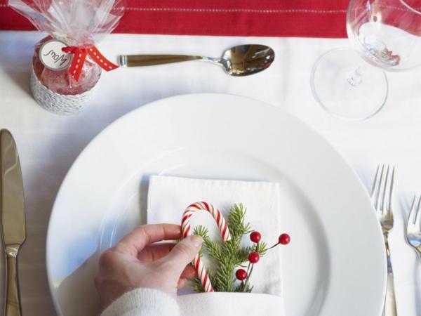 schöne-Weihnachtsdeko-günstig-Weihnachtsdeko-selber-machen-Deko-für-Tisch