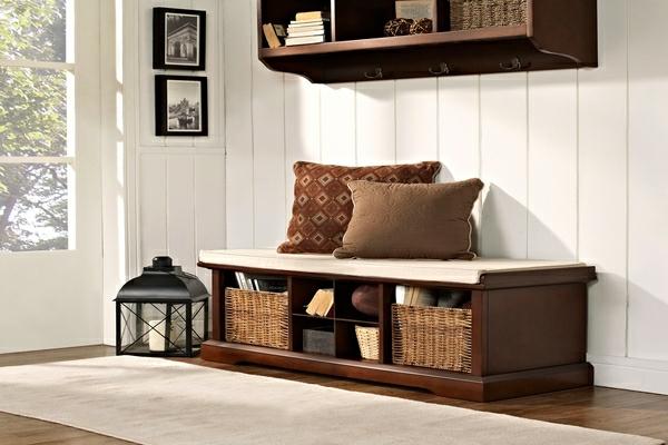 -schöne-Wohnung-mit-modernen-Flurmöbeln-Sitzbank