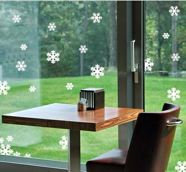schöne-schneeflocken-fensterdeko-zu-weihnachten