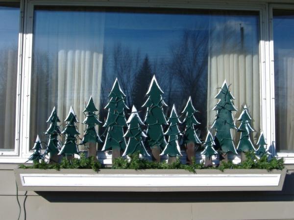 schöne-tannenbäume-fensterdeko-zu-weihnachten