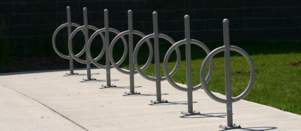 schöner-Fahrrad-Ständer-für-mehrere-Fahrräder