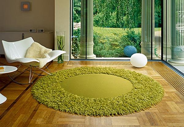 schöner-runder-teppich-in-grüner-farbe