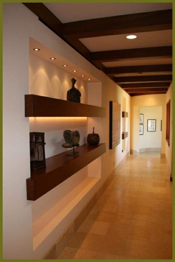 schöner-stilvoller-Flur-mit-Holzboden