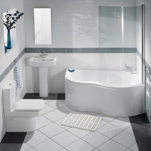 schönes-badezimmer-mit-einer-eckbadewanne