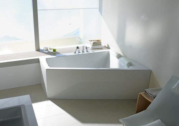 schicke-badezimmer-gestaltung-in-weißer-farbe