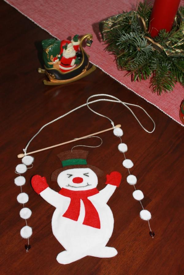 schneeman-fensterdeko-zu-weihnachten