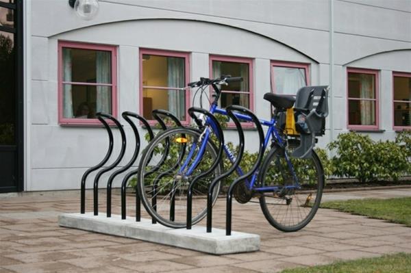 schwarze-Fahrrad-Ständer-für-mehrere-Fahrräder