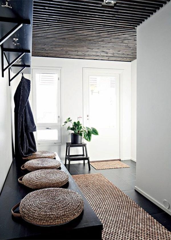 schwarze-moderne-Sitzbank-für-den-Flur-mit-Sitzkissen Sitzbänke
