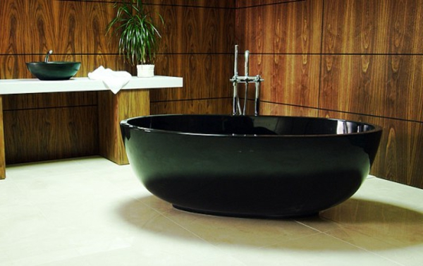 schwarze-schicke-kleine-badewannen-freistehend