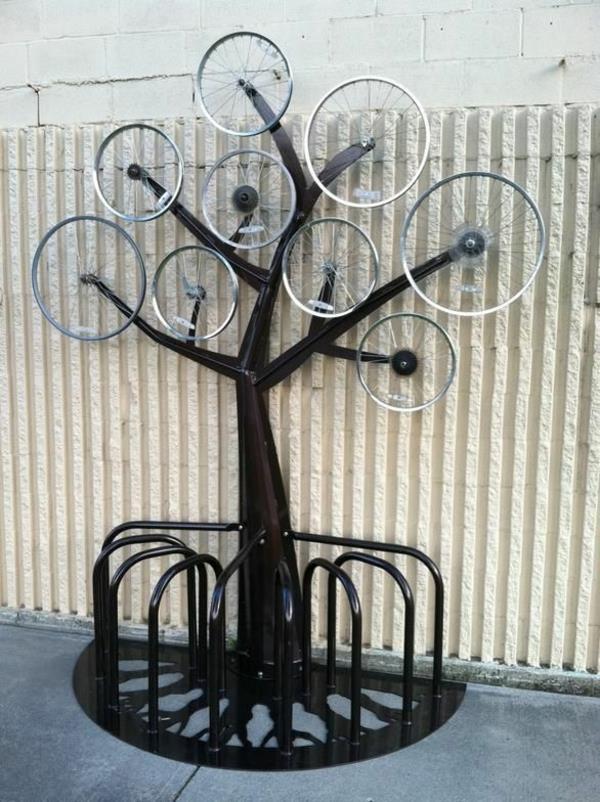 schwarzer-Fahrrad-Ständer-in-Form-eines-Baums