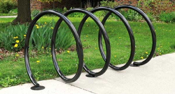 schwarzer-Fahrrad-Ständer-wie-eine-Spirale