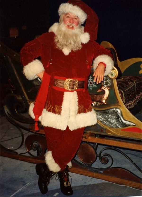 sehr-interessantes-modell-vom-weihnachtsmann-kostüm
