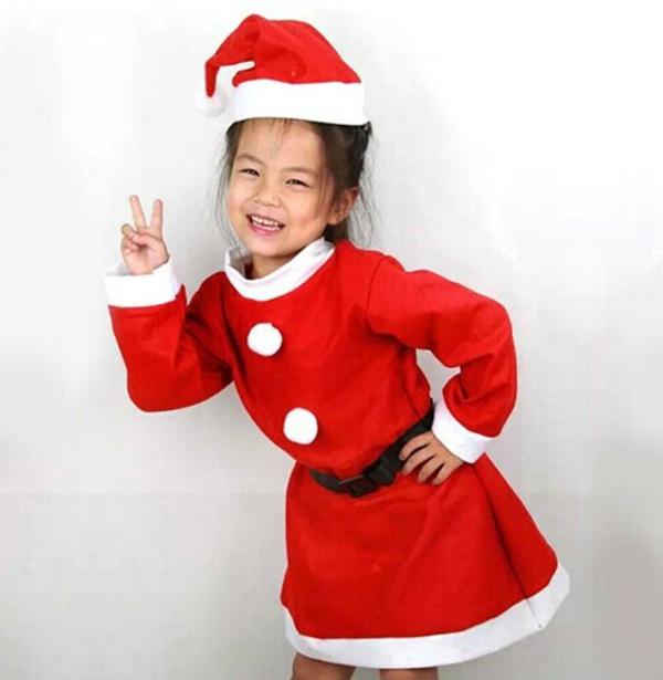 sehr-süßes-und-interessantes-weihnachtsmann-kostüm-für-kinder