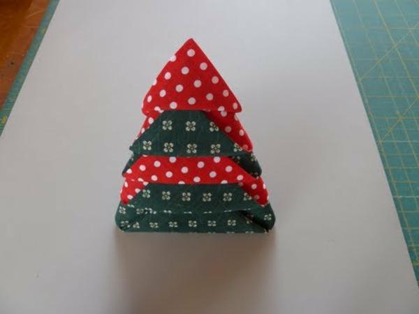 servietten-falten: weihnachten-dekoration-einchenbaum