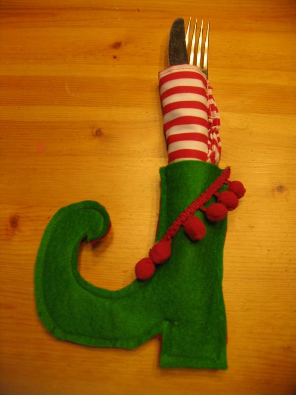 servietten-falten-weihnachten-dekoration-rot-und-grün