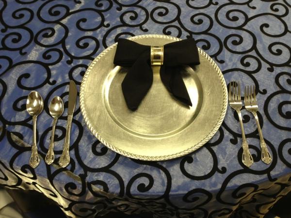 servietten-falten-weihnachten-dekoration-schwarze-farbe