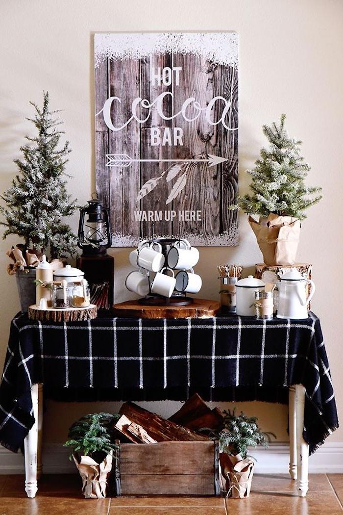 Kakao Bar zu Hause, Poster mit Holzoptik , zwei kleine Weihnachtsbäume, Tassen und Kannen für Kako