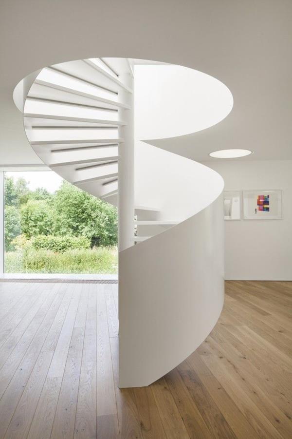 super-elegante-weiße-Spindeltreppe