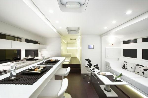 super-moderne-Küche-im-Wohnwagen-Caravan-Salon