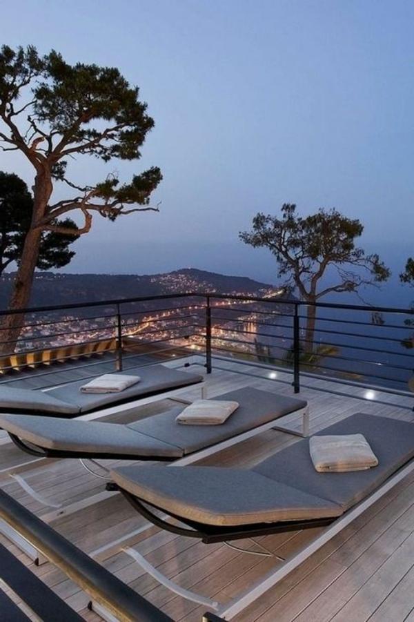 super-moderne_Dachterrassengestaltung-mit-Loungemöbeln