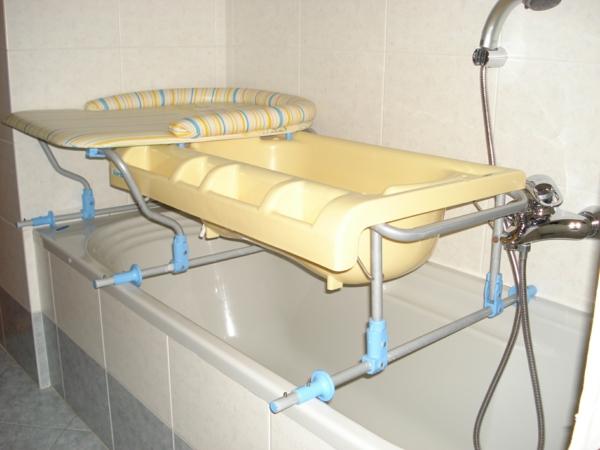 super-schöner-wickeltisch-mit-badewanne