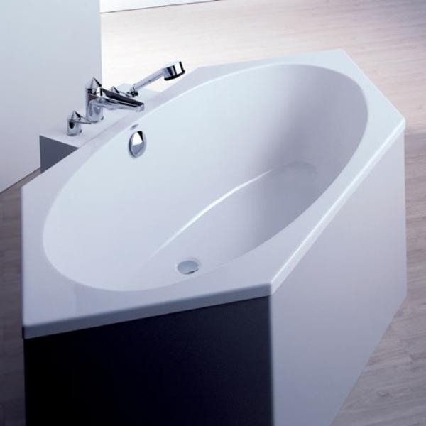super-schönes-modell-von-badewanne-mit-schürze