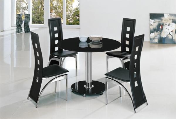 super-schicke-moderne-schwarze-küchenstühle im weißen zimmer