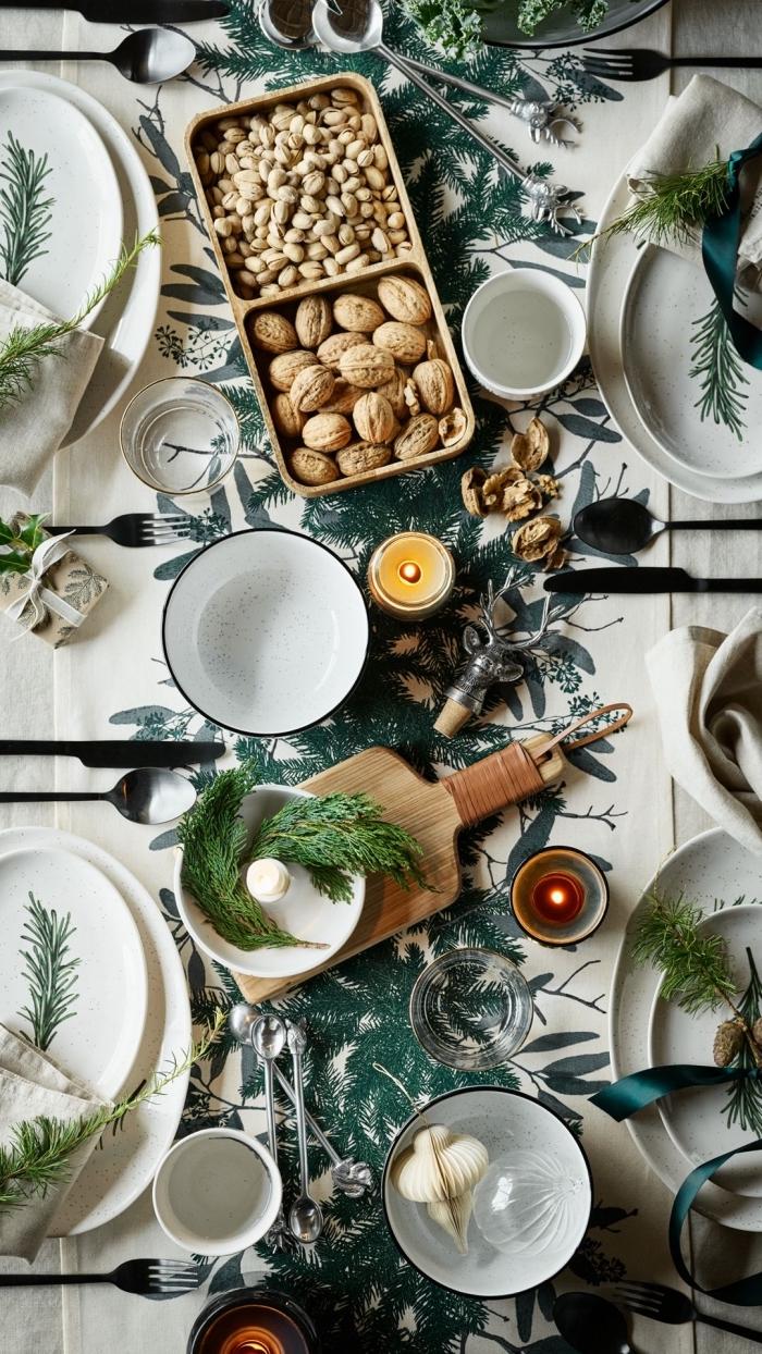 tischdeko weihanchten, essen ideen, weihanchtlche esstischdeko, verschiedene nüsse, teelichter