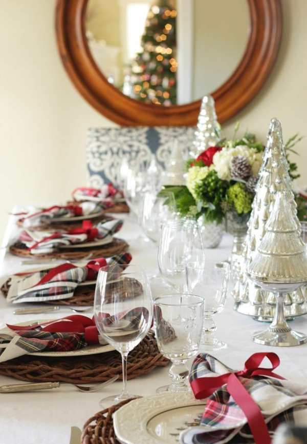 tolle-Tischdeko-zum-Weihnachten-mit-wunderschönen-Dekorationen