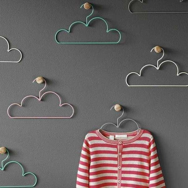 tolle-wohnideen-designer-kleider-bügel-in-form-einer-wolke