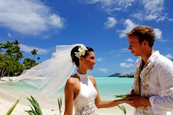 urlaub-in-französisch-polynesien-eine-braut-und-ein-bräutigam