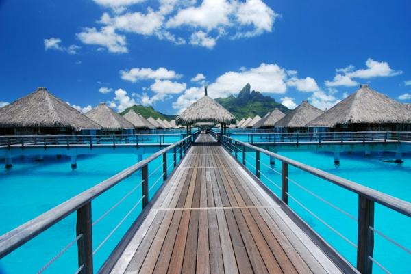 urlaub-in-französisch-polynesien-eine-lange-brücke