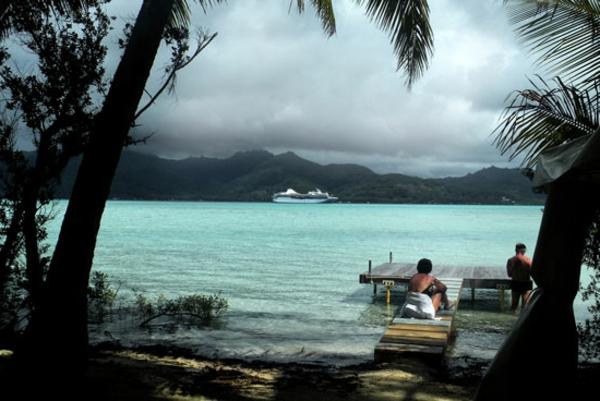 urlaub-in-französisch-polynesien-meer-und-palmen