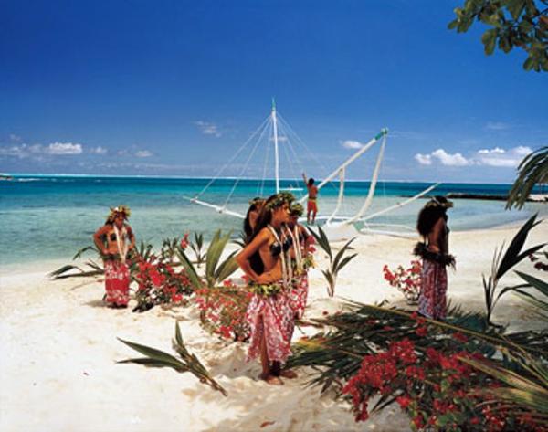 französich polynesien - schöne tänzerinnen
